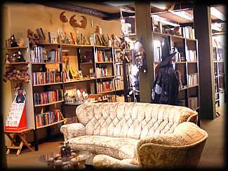 Sitzecke mit Bücherregal