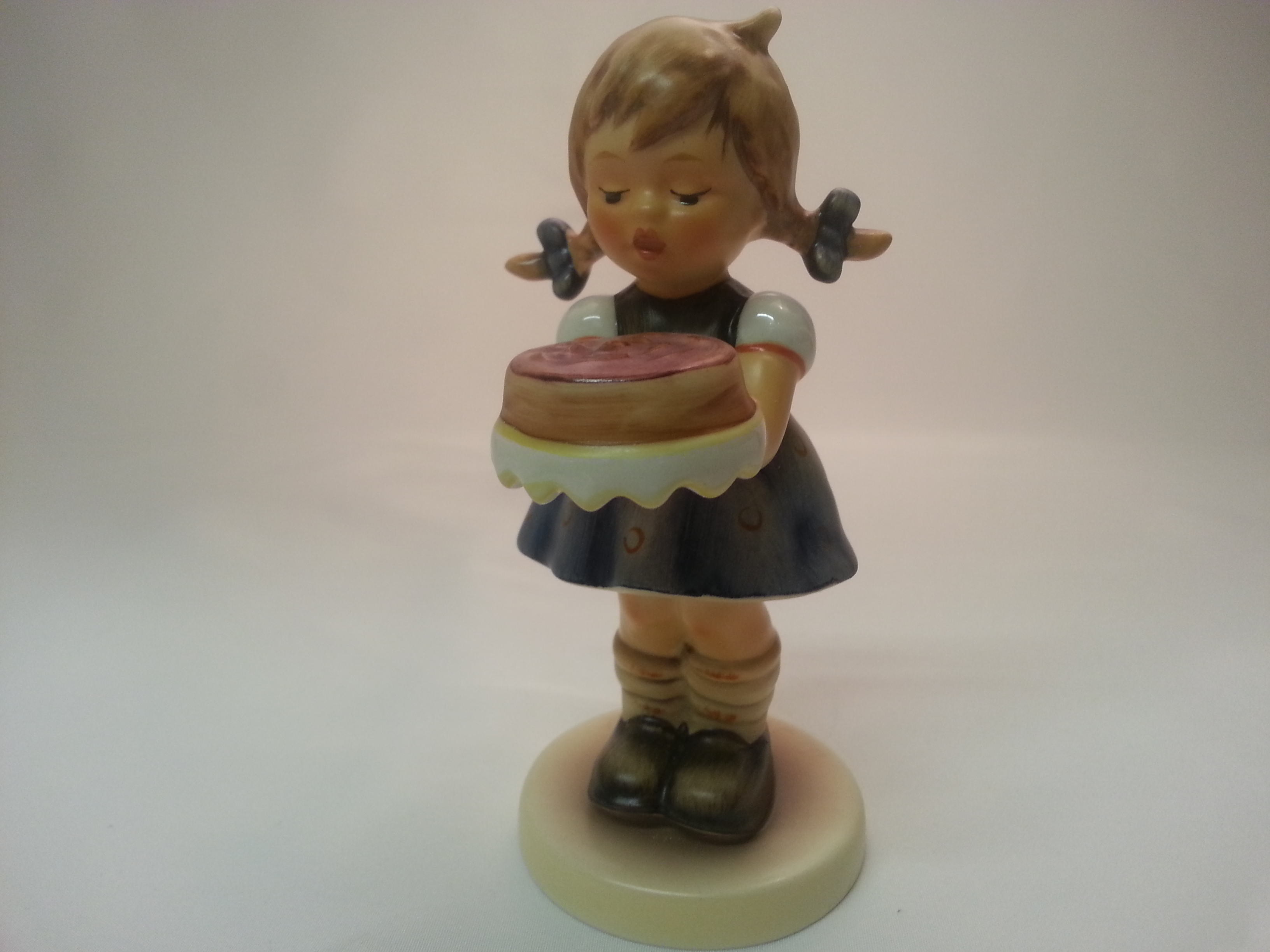 "Goebel, Hum 541 (01-541-01-0), ""Selbst gebacken / Sweet As Can be"", #143"