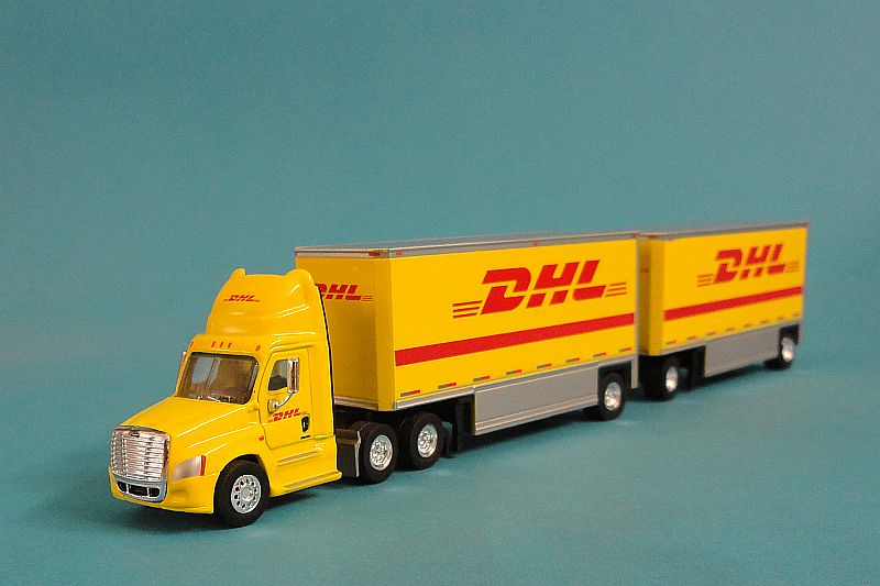 Freightliner Cascadia DHL Double