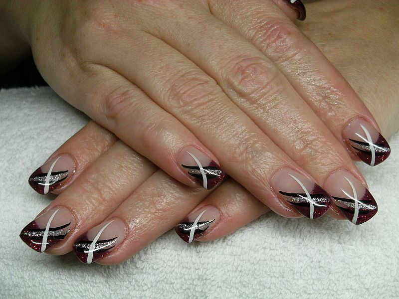 nailart glitter rot mit nail art dream nails design in rheinfelden degerfelden. Black Bedroom Furniture Sets. Home Design Ideas