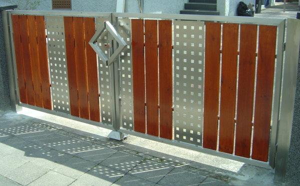 Giese Metallbau GmbH - Tore / Türen / Zäune - Tor aus Holz und Edelstahl