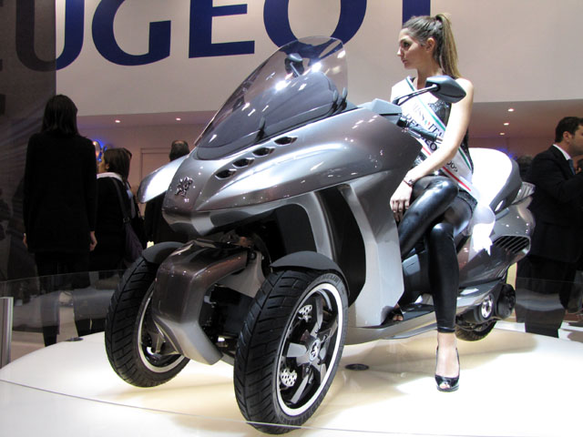 peugeot-hybrid3-evolution-de-face