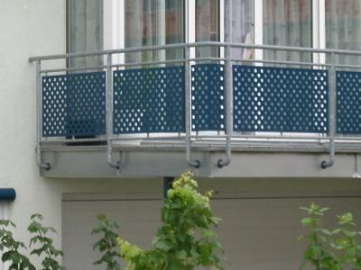 heuer industrieblechbearbeitung gmbh blech design balkon verkleidung 2. Black Bedroom Furniture Sets. Home Design Ideas
