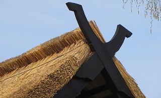 ihr reetdach haus vom dachdecker aus brandenburg zu garantiert g nstigen reetdach preisen. Black Bedroom Furniture Sets. Home Design Ideas