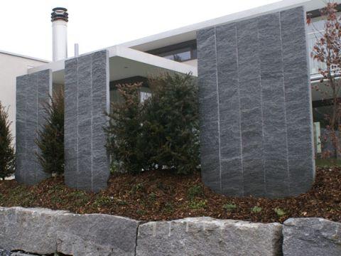 schmid kran ag gr ningen palisaden sichtschutz palisaden tessiner granit. Black Bedroom Furniture Sets. Home Design Ideas