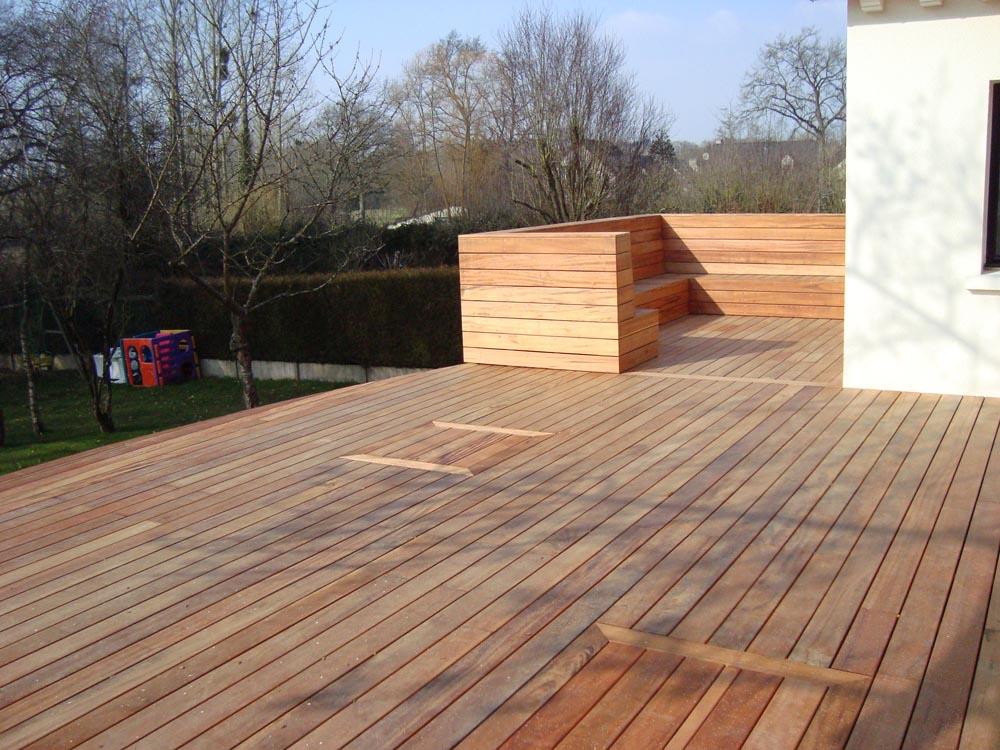 vert l 39 ouest paysagiste terrasse bois terrasse muiracatiara avec assise. Black Bedroom Furniture Sets. Home Design Ideas